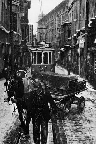 Ara Güler's Istiklal Caddesi in Winter